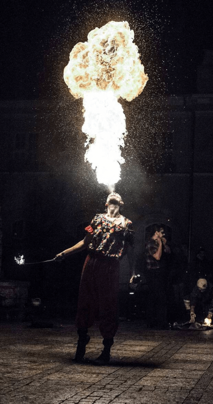 FIRESHOW JUMPFIRE INCENDI RAFAŁ CHROBOCIŃSKI PLUCIE OGNIEM